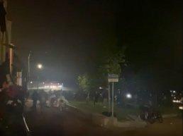 Politie jaagt honderden jongeren het Strandeiland af en Harderwijk uit