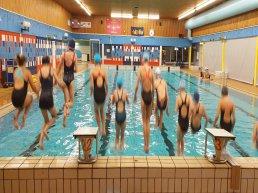 Volg proeftrainingen synchroonzwemmen